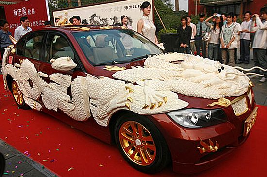 Asian car covered in Ivory Ivory and Africa's agony